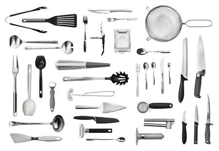 Equipo de cocina realista y colección de la cuchillería aislado en blanco