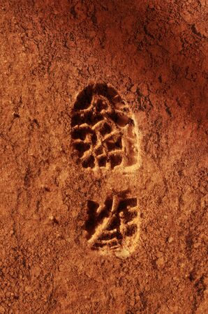 Astronaut footprint in the red sand soil of the planet Mars. 版權商用圖片
