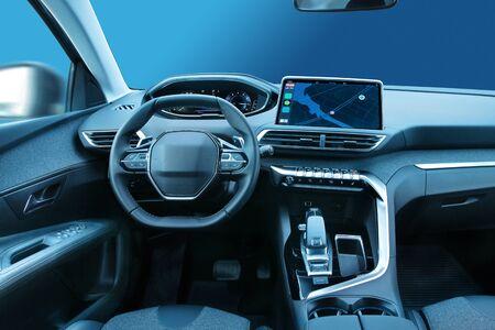Modernes Interieur für Familienautos oder SUV-Fahrzeuge mit stilvollem Design und großen LED-Displays