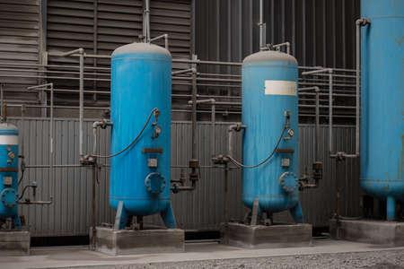 destilacion: Distillation columns in a factory