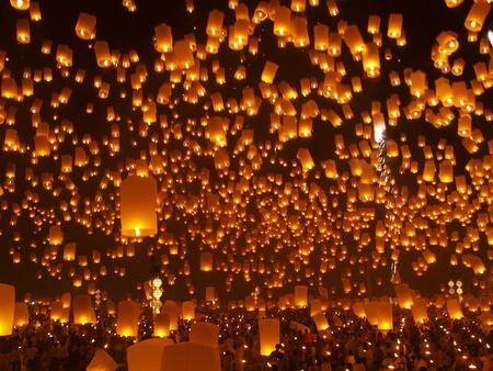 Floating lanterns Festival or Loi Krathong Festival,  the greatest celebration on the full moon Novemberin Chiangmai Thailand         Stock Photo - 12662648