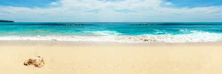 Panorama der schneeweißen Strand. Bali Standard-Bild