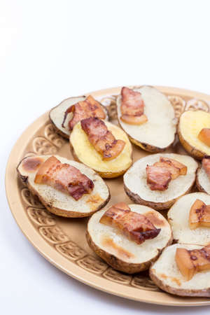 Fried bacon on baked potatoes with copy space. Banque d'images - 144170647