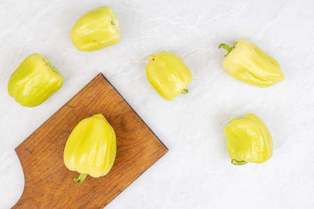 Yellow paprika on the table top view. Banque d'images