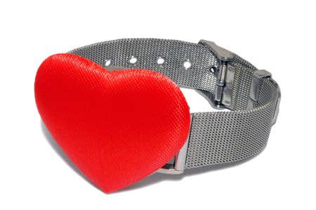 時計の皿、白で隔離されるのではなく赤いハート腕時計