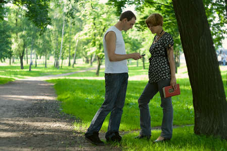 acquaint: Teenagers: man meets a woman in park and tries to make the acquaintance