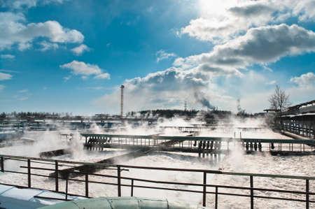 abwasser: Gruppe aus der gro�en Sedimentation Drains. Wasser recycling, Abrechnung, Reinigung in den Tank durch biologische Organismen auf der Wasserstation.  Lizenzfreie Bilder