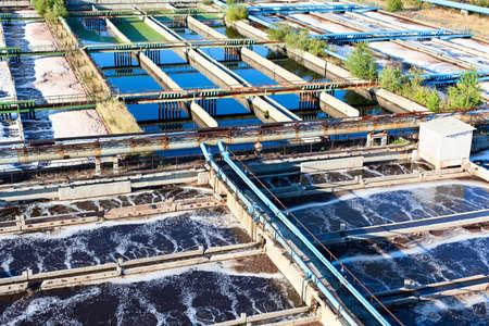 aguas residuales: Agua industrial planta de tratamiento Foto de archivo