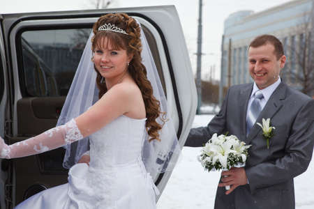 Newly wedding couple going in car  Winter season photo