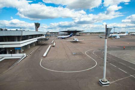 MOSC�, RUSIA - ABRIL CIRCA, 2012: campo de despegue y aterrizaje en el aeropuerto internacional de Sheremetyevo en alrededor de abril de 2012 en Mosc�, Rusia Foto de archivo - 15816861