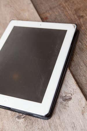 poškozené: Tablet Ipad pc se drobné praskliny na obrazovce Redakční
