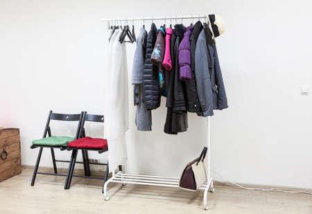 outerwear: Cremagliera Floor con outerwear in sala corridoio interno, nessuno