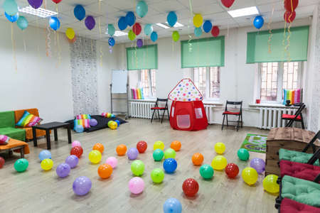 living hall: Childrens room decorated with balloons ready for the holiday