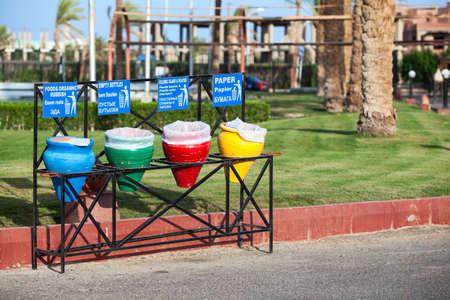 separacion de basura: Color wastebaskets for separation of garbage are on the streets Foto de archivo