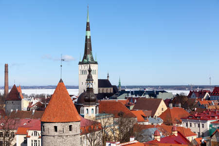 Panorama of medieval Old Town. St Olaf's spired Baptist church. Beautiful architecture of the Vanalinn, subdistrict in district of Kesklinn. Tallinn, Estonia, Europe Standard-Bild - 116158727