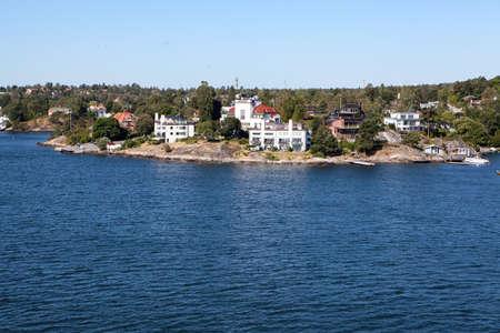Small Swedish settlements are on coastline of Stockholm archipelago in Baltic sea, Sweden, Scandinavia, Europe Standard-Bild - 121328526