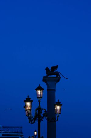 Evening in Venice with the silhouette of the column of St. Mark 스톡 콘텐츠