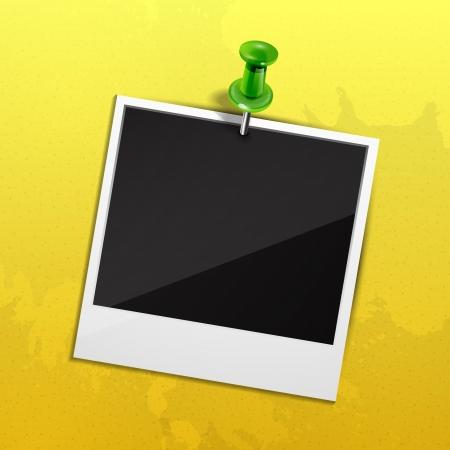 fixed: Foto en la pared amarilla fijada con pasador verde Vectores