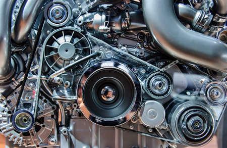 mecanica industrial: Motor de coche, el concepto de moderno motor de automóvil con metal, cromo, piezas de plástico Foto de archivo