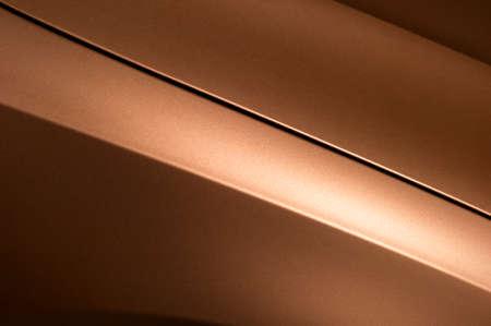 lineas horizontales: Fragmento de la carrocería de acero de bronce coche, vehículo plateado textura revestimiento de pintura, foco selectivo, abstracta Foto de archivo