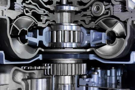 Getriebequerschnitt, Motorenindustrie, Zahnräder, Zahnräder und Lager der Kraftfahrzeuggetriebe für übergroße LKW, SUV, Fracht, Gewerbe und Baufahrzeuge, selektiven Fokus Lizenzfreie Bilder