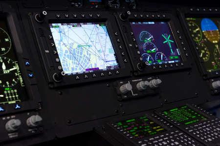 Bedieningspaneel in militaire helikopter cockpit, copter dashboard met displays, wijzerplaten, knoppen, schakelaars, faders, knoppen, andere toggle artikelen, luchtmacht, modern lucht- en ruimtevaartindustrie Stockfoto