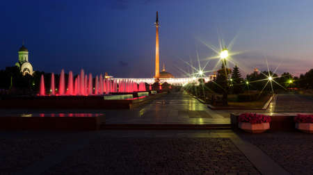 obelisk stone: Evening panorama of Victory Park in Moscow with red illuminated fountains near Second World War Victory obelisk and memorial complex Stock Photo