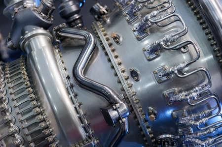 Engine of Kampfjet, interne Struktur mit hydraulischer Kraftstoffleitungen und andere Hardware und Ausrüstung, Armee Luftfahrt, Militärflugzeuge und Raumfahrtindustrie Standard-Bild - 68603446