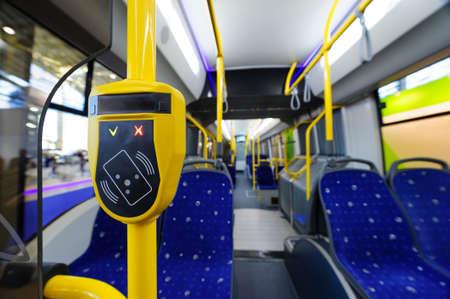 バスなどの都市公共交通機関を運賃します。 写真素材