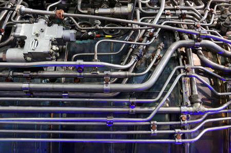 Engine of Kampfjet, interne Struktur mit hydraulischer Kraftstoffleitungen und andere Hardware und Ausrüstung, Armee Luftfahrt, Militärflugzeuge und Raumfahrtindustrie