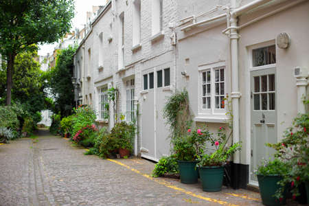 cul de sac: London Mews Houses in South Kensington
