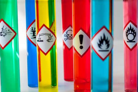 Pictogramas de peligro químico enfoque Peligro para la salud Foto de archivo - 61258674