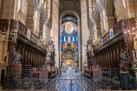TOULOUSE, FRANCE - November 16, 2017 Inside Toulouse Saint Sernin Basilica Catholicism Redakční