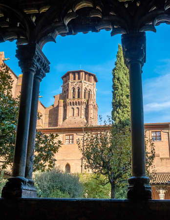 Cloister of Augustins with an arch frame on a sunny day in Toulouse France 免版税图像
