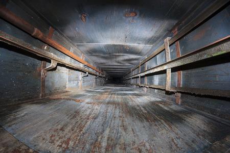 vysoký úhel pohledu: výtahové šachty opuštěný bodovým bleskem Reklamní fotografie