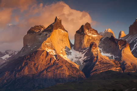 Sunset in the mountains. National Park Torres del Paine, Chile. Standard-Bild