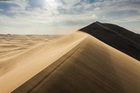 desierto del sahara: duna de arena de alta en el desierto del Sahara
