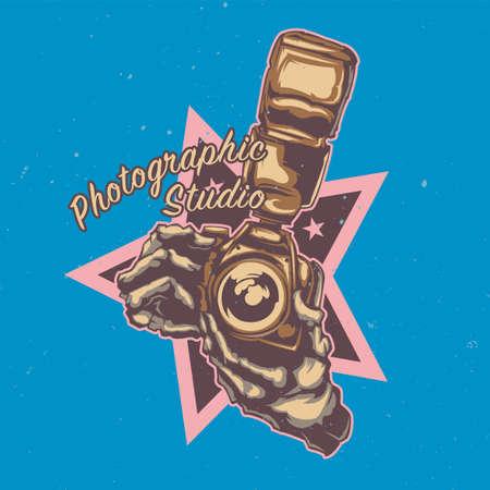 T-shirt ou une conception d'affiche avec illustraion de deux mains tenant un appareil photo avec flash Banque d'images - 82831555