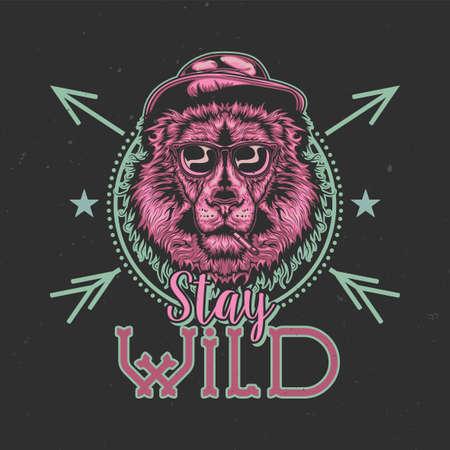 T-shirt of posterontwerp met illustratie van rokende leeuw in een hoed en bril