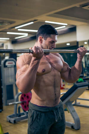 musculation: Very strong guy trains at the gym. fun in the . healthy lifestyle.