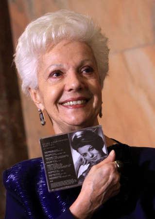 repertoire: SOFIA, BULGARIJE - 16 december: Bulgaarse operazanger Raina Kabaivanska toont zijn nieuwe cd, tijdens de persconferentie in Sofia Opera en Ballet op 16 december 2014 in Sofia.