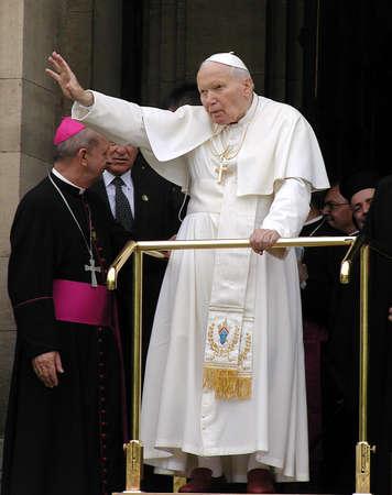 SOFIA, Bulgarien - 24. Mai 2002: Papst Johannes Paul II. begrüßt die Pilger in Sofia, Bulgarien, 24. Mai 2002. Papst Johannes II. ist bei seinem ersten viertägigen offiziellen Besuch im Balkanland.
