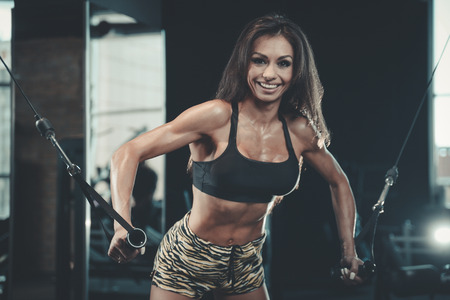 Beautiful sexy athletic young brunette Caucasian girl working out Standard-Bild