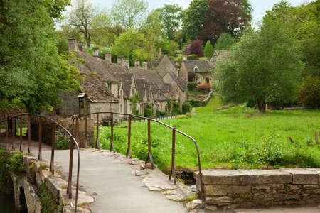 cotswold: Bibury. Tradizionali cottage Cotswold, in Inghilterra, Regno Unito. primavera. Bibury