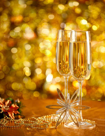Two glasses of wine with a Christmas decor in the background  very shallow depth of field, focus on near glass  Stock Photo - 15550738