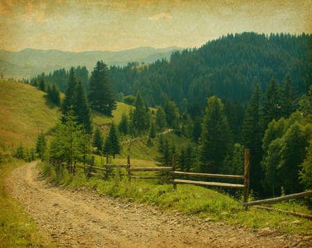 vintage: oud papier textuur. Landweg in de bergen
