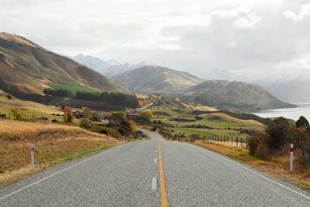 nz: Scenic Road  along Lake Hawea, NZ Stock Photo