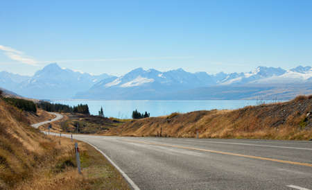 long lake: Scenic Road to Mount Cook National Park, New Zealand