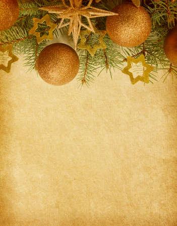 クリスマスの境界線を持つベージュの用紙の背景