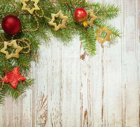 spar: Kerst decoratie op oude houten plank
